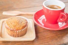 Torta y café express de la taza del plátano Imagen de archivo