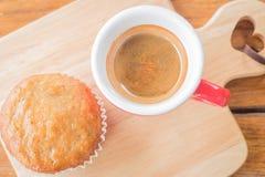 Torta y café express de la taza del plátano Fotografía de archivo libre de regalías
