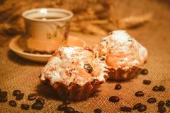 Torta y despido con café Imagen de archivo libre de regalías