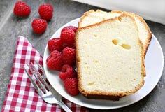 Torta y frambuesas frescas de libra. fotografía de archivo libre de regalías