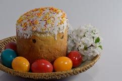 Torta y huevos de Pascua Imagen de archivo