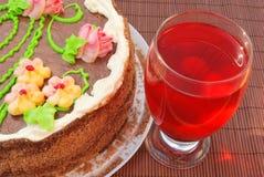 Torta y jugo hecho en casa Imagen de archivo