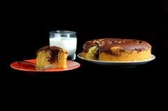 Torta y leche Imagenes de archivo
