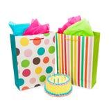 Torta y presentes de cumpleaños Imagen de archivo