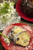Torta y snowdrops de Pascua Fotografía de archivo