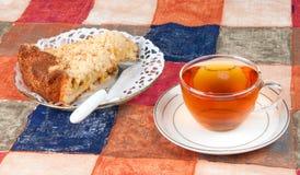 Torta y té encendido Fotos de archivo