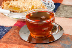 Torta y té encendido Foto de archivo