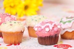 Tortas adornadas de la taza Fotos de archivo libres de regalías