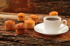Tortas calientes del café y de la taza Imágenes de archivo libres de regalías