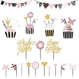Tortas celebradoras con el sistema de las decoraciones, primeros, velas y Fotografía de archivo