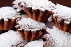 Tortas con el polvo del azúcar Foto de archivo
