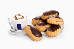 Tortas con la taza de café Fotografía de archivo libre de regalías