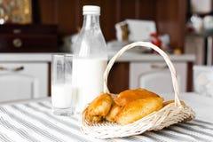 Tortas con leche Foto de archivo libre de regalías