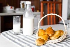 Tortas con leche Imagen de archivo libre de regalías