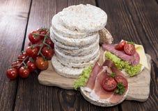 Tortas de arroz con el jamón fresco Imagen de archivo libre de regalías