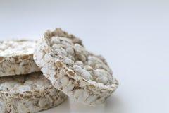 Tortas de arroz en fondo ligero fotografía de archivo libre de regalías