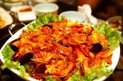 Tortas de arroz frito coreanas de los mariscos imagen de archivo