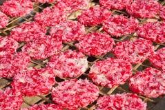 Tortas de arroz pegajoso secadas al sol Fotos de archivo libres de regalías