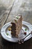 Tortas de chocolate deliciosas en la tabla Imagen de archivo libre de regalías