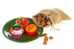 Tortas de la taza de Sinterklaas Fotografía de archivo libre de regalías