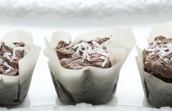 Tortas de la taza del coco del chocolate Foto de archivo libre de regalías