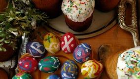 Tortas de Pascua y huevos pintados