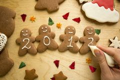 Tortas del pan de jengibre de la Navidad del Año Nuevo Foto de archivo libre de regalías