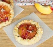 Tortas do pêssego com tomilho Imagem de Stock Royalty Free