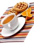 Tortas dulces con té Imagen de archivo libre de regalías