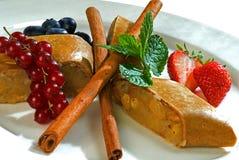 Tortas e atolamento da maçã Fotografia de Stock Royalty Free