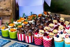Tortas en el mercado de la comida del baño, Reino Unido Foto de archivo libre de regalías