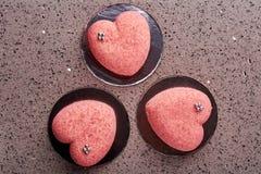 Tortas en forma de corazón rosadas fotos de archivo libres de regalías