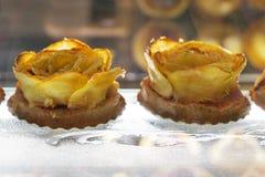 Tortas en una panadería en Menton Fotos de archivo libres de regalías