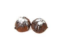 Tortas redondas deliciosas do chocolate Isolado fotografia de stock royalty free
