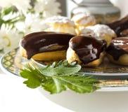 Tortas - soplos poner crema y eclairs Imagen de archivo libre de regalías