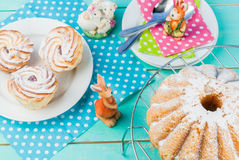 Tortas y conejitos de Pascua Fotografía de archivo