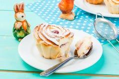 Tortas y conejitos de Pascua Fotos de archivo libres de regalías
