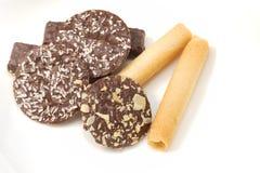 Tortas y galletas deliciosas de chocolate Imágenes de archivo libres de regalías