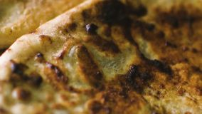 Torte arrostite nella fine della colonna sul filtraggio del saporito fresco macro archivi video