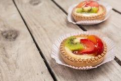 torte casalinghe della frutta con crema Immagini Stock