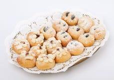 Torte di cerimonia nuziale con zucchero su una zolla Fotografia Stock Libera da Diritti