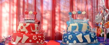 Torte di compleanno dei gemelli, del fratello e della sorella Immagine Stock