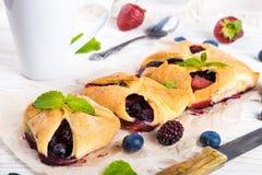 Torte di frutta con le bacche Immagini Stock Libere da Diritti