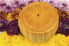 Torte di luna su un fiore variopinto Immagini Stock