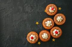 Torte di min del brownie con i mirtilli rossi Fotografia Stock