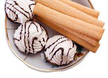 Torte e biscotti su una zolla Immagine Stock
