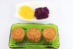 Torte e crisantemi di luna Fotografie Stock Libere da Diritti