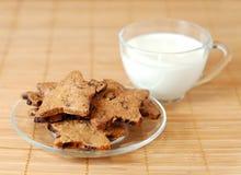 Torte e latte Immagini Stock Libere da Diritti