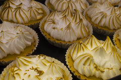 Torte fresche del limone nel mercato dell'isola di Vancouvers Grandville Fotografia Stock
