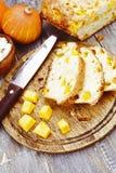 Torte mit Kürbis und Klumpen stockfotografie